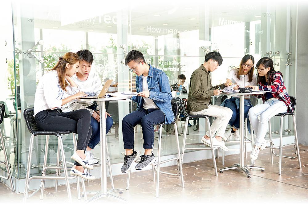 香港伍倫貢學院/香港城市大學專上學院 新學年提供六個學士課程