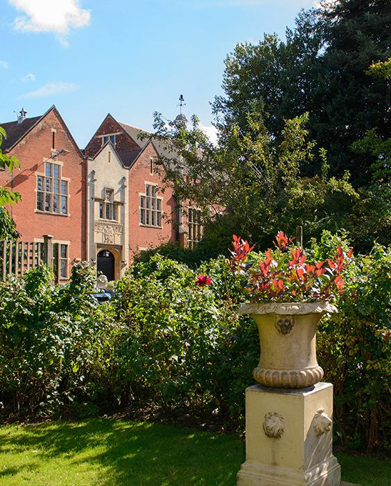 BNO平權擴闊升學選擇 公立學校Colchester Grammar 培育才德兼備精英