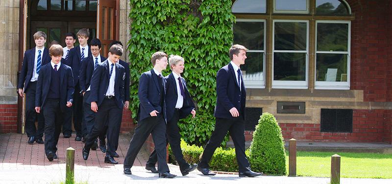 英國寄宿中學需考入學試