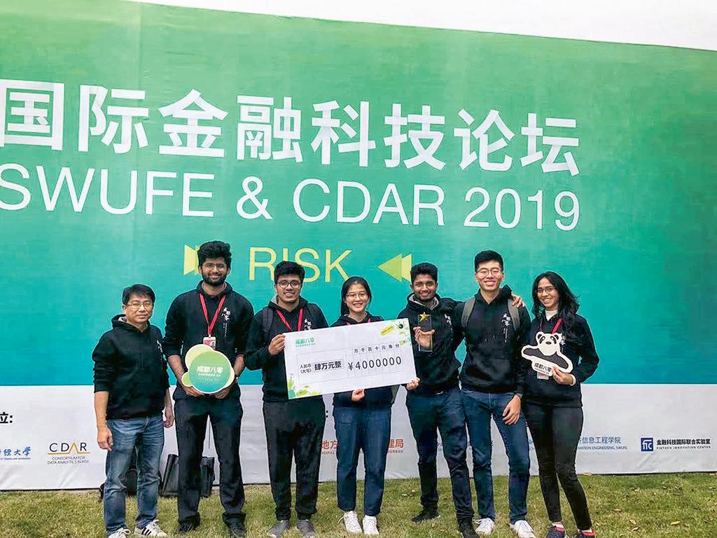 去年曾有計算機科學系的學生,在成都的一項國際金融科技設計及發展比賽中,勇奪冠軍。