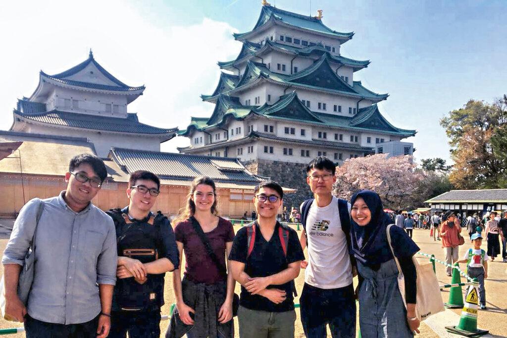 學院每年舉辦不同類型的海外交流活動,讓學生放眼世界。