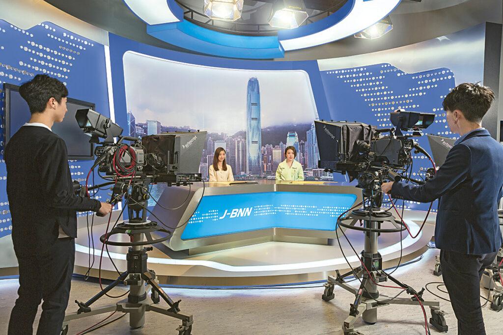▲學習製作新聞節目是課程內容之一