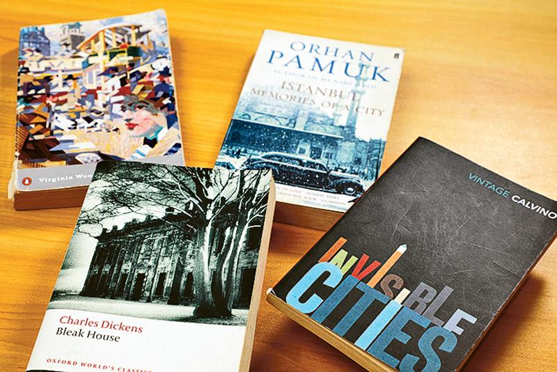 一些知名作家喜歡在創作裏,捕捉現代城市瞬間的情景。