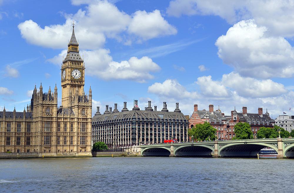 今年報讀英國、澳洲大學課程的人數有急增的趨勢。