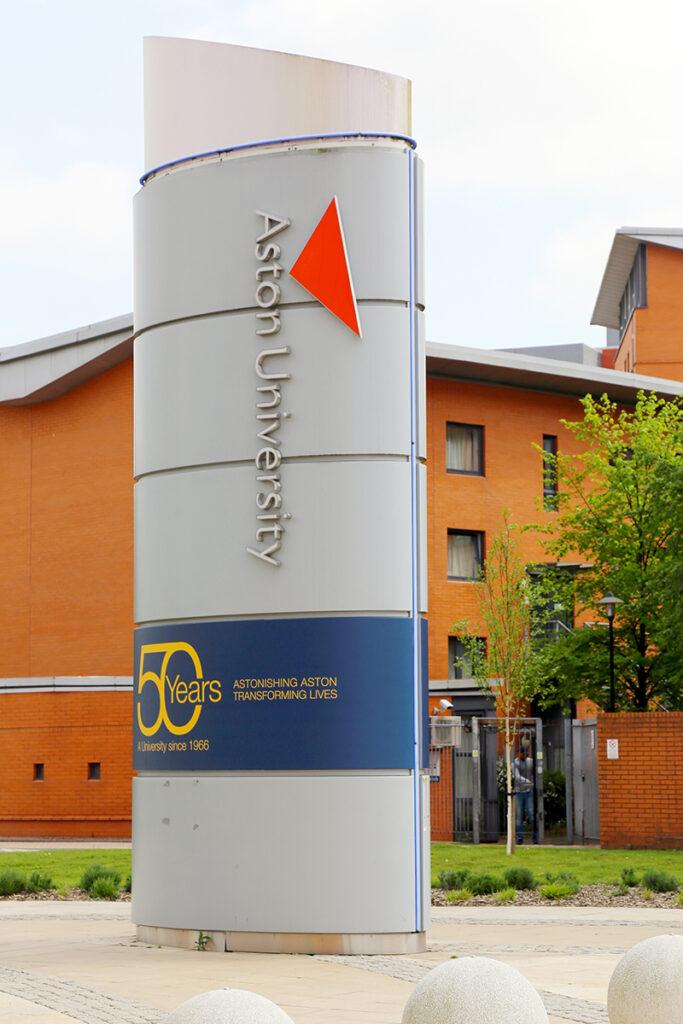 Aston University的商學院更是表現出眾