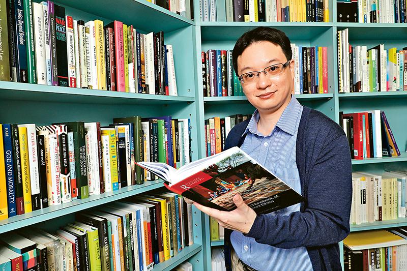 陳成斌博士表示,「實踐哲學」副學士課程設計有別傳統的哲學課程,更容易引發學生的興趣。