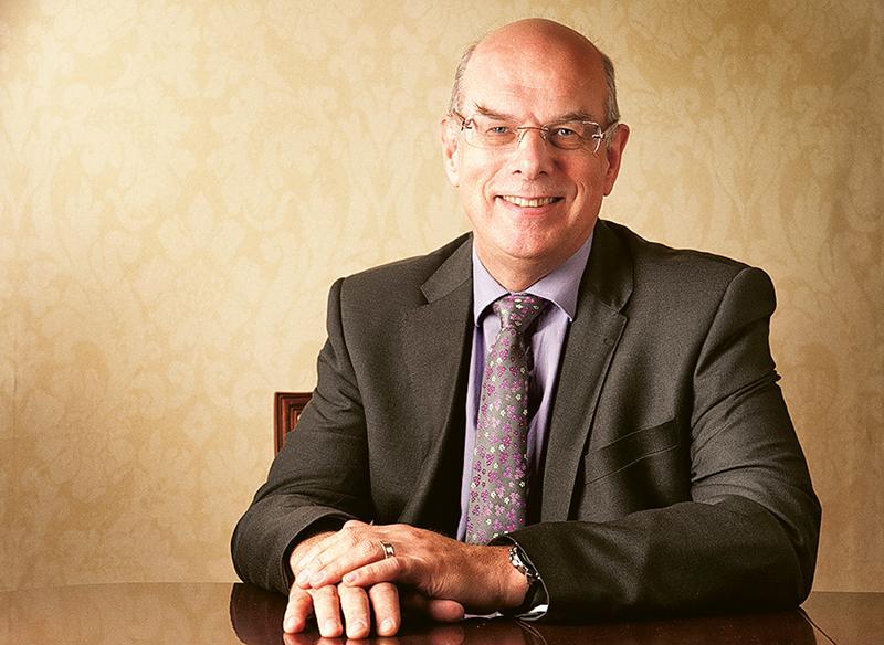 教資會研究小組召集人Professor Sir David EASTWOOD。