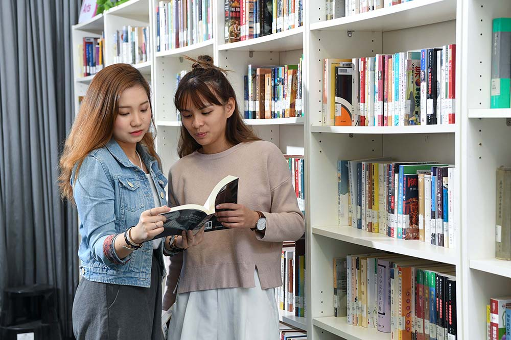 LIFE緊貼社會及市場需要,新學年增設商學(風險及保險管理)副學士課程,是全港第一所院校提供關於風險及保險管理的副學位課程。