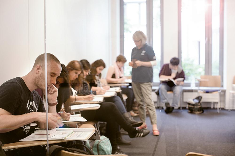 學生於德國學習德語的好處是不只單靠課堂研習,也可藉日常生活中的語境加強鍛煉。(相片由EF英孚教育提供)