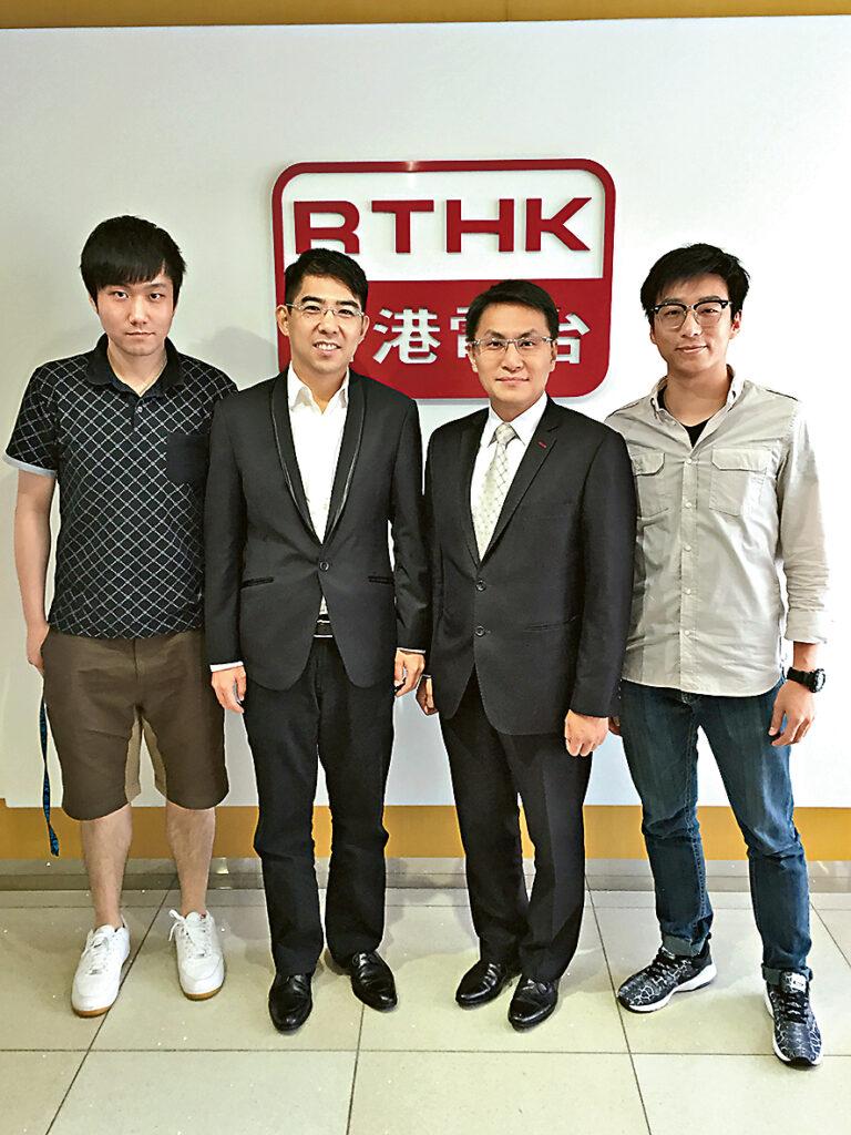 ▲Jay在學期間於香港電台實習,協助製作財經節目,有機會接觸很多創業成功個案,觸發其創業念頭。