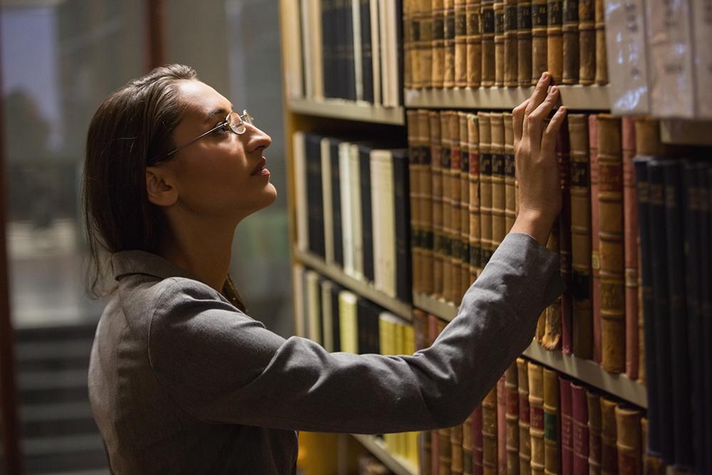 進修法律知識,為投身法律專才行列鋪路。