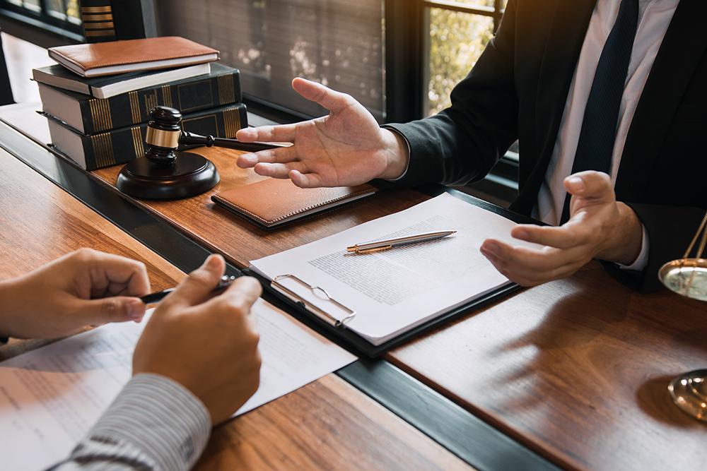 學生完成課程,可繼續進修,朝事務律師或大律師方向發展。