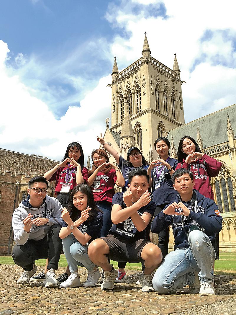 學生透過海外交流,擴闊視野。